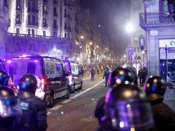 La concentración de CDR deriva en batalla campal en la Vía Laietana de Barcelona