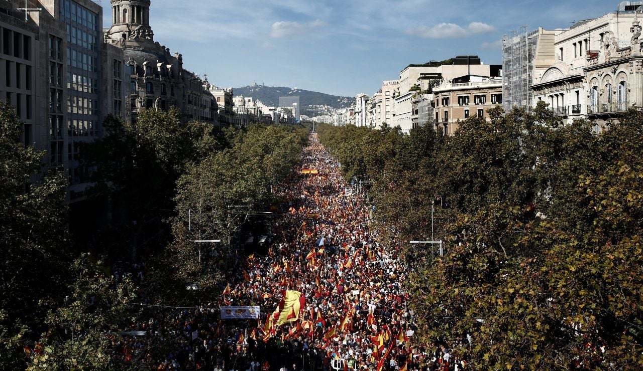 Miles de personas se concentran en el centro de Barcelona