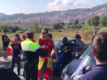 Miembros de los CDR cortan la N-340 de Barcelona y se enfrentan a los conductores