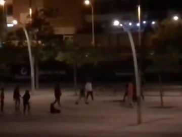 En la pelea multitudinaria de Badalona participaron varias personas que utilizaron palos y armas blancas.