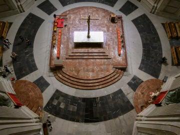 El Gobierno distribuye las fotografías que reflejan cómo ha quedado la Basílica del Valle de los Caídos después de la exhumación.