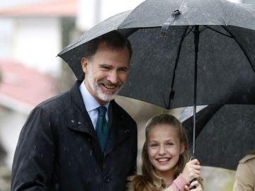 El Rey Felipe VI junto a la princesa Leonor
