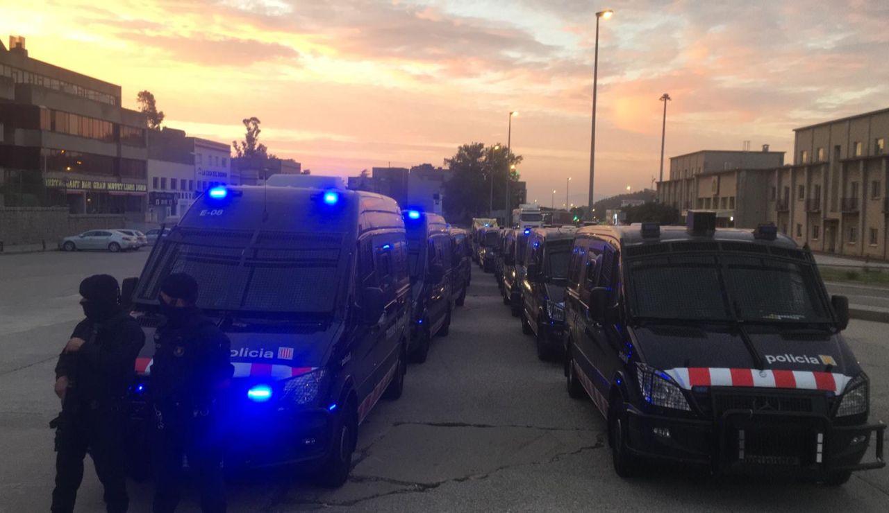 Despliegue policial en la AP7, a la altura de La Jonquera