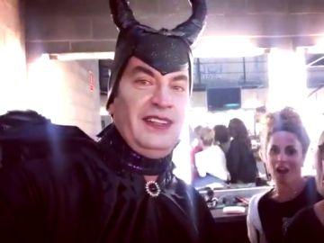 Así se prepara Arturo Valls disfrazado de Maléfico para el especial Halloween de '¡Ahora caigo!'