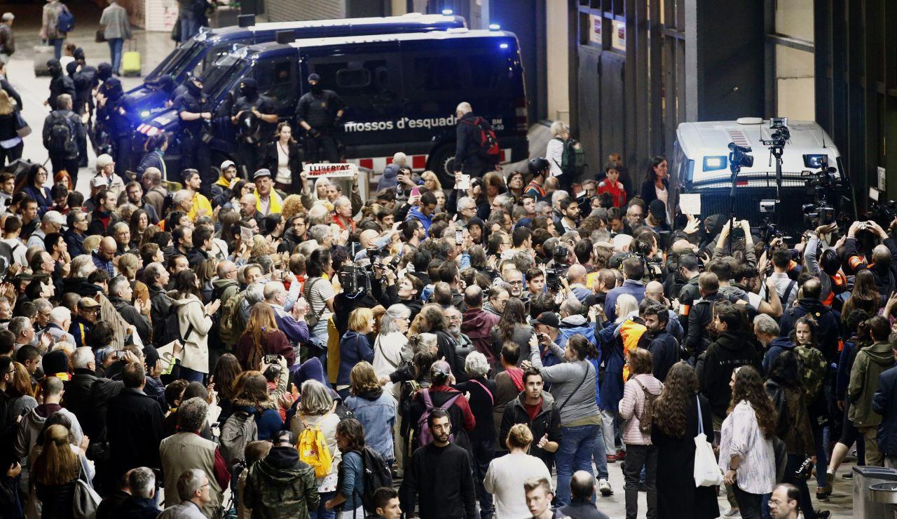 Los Mossos restringen los accesos a la estación de Sants ante la protesta de los CDR