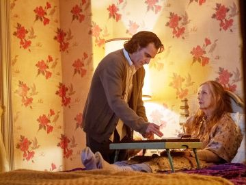Arthur Fleck junto a su madre, Penny Fleck