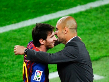Messi y Guardiola se abrazan