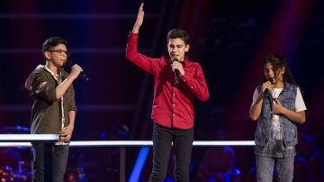 Hugo Sánchez, Juan Miguel Cortés y Salvador Bermúdez cantan 'Amiga mía' en las Batallas de 'La Voz Kids'