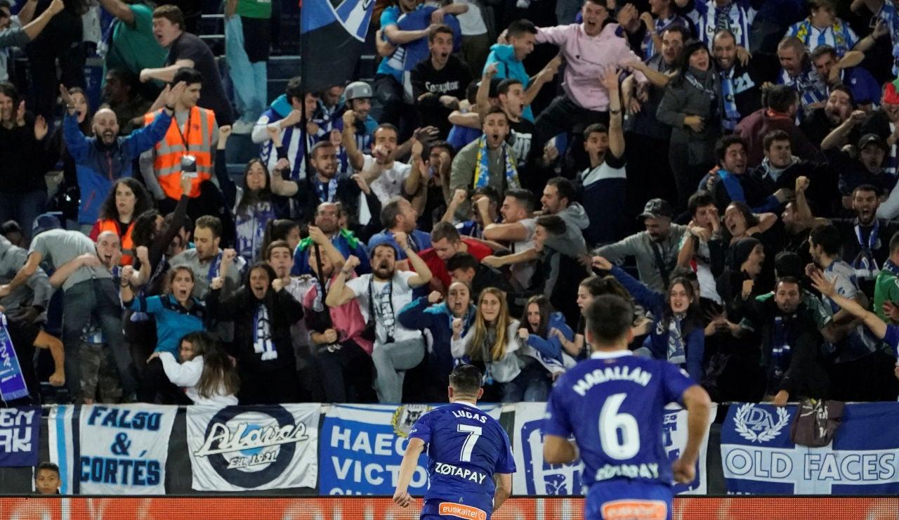 Lucas Pérez celebra su gol