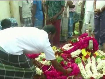 Conmoción en la India por la muerte de un niño que cayó a un pozo