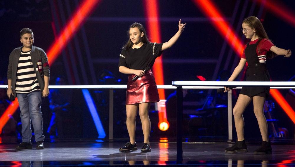 Lidia España, Natalia Barone y Chavito cantan 'La habitación' en las Batallas de 'La Voz Kids'