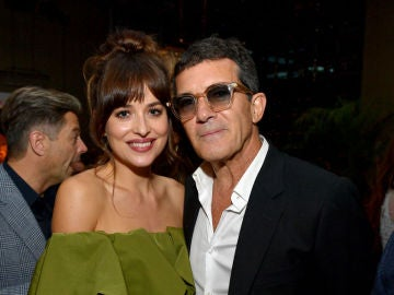 Dakota Johnson con Antonio Banderas