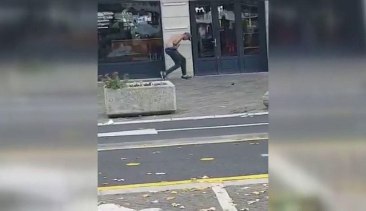 Detienen a un individuo que esgrimía dos cuchillos cerca de una estación de tren de Francia