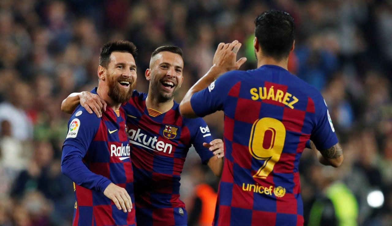 Los futbolistas del Barça celebran un gol