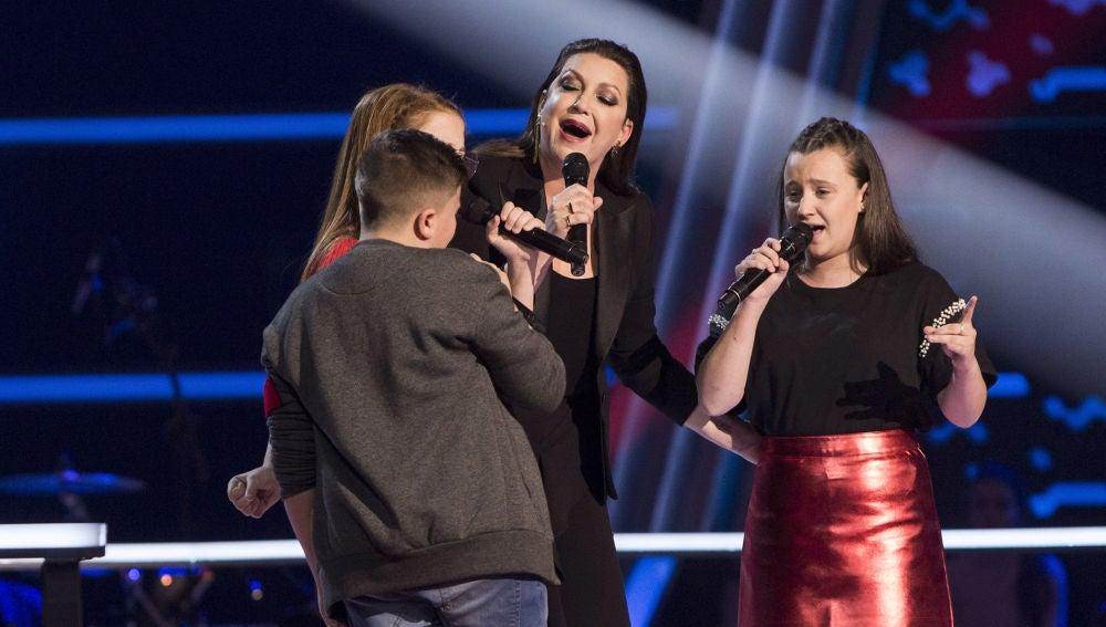 Niña Pastori canta con Chavito, Lidia España y Natalia Barone en las Batallas de 'La Voz Kids'