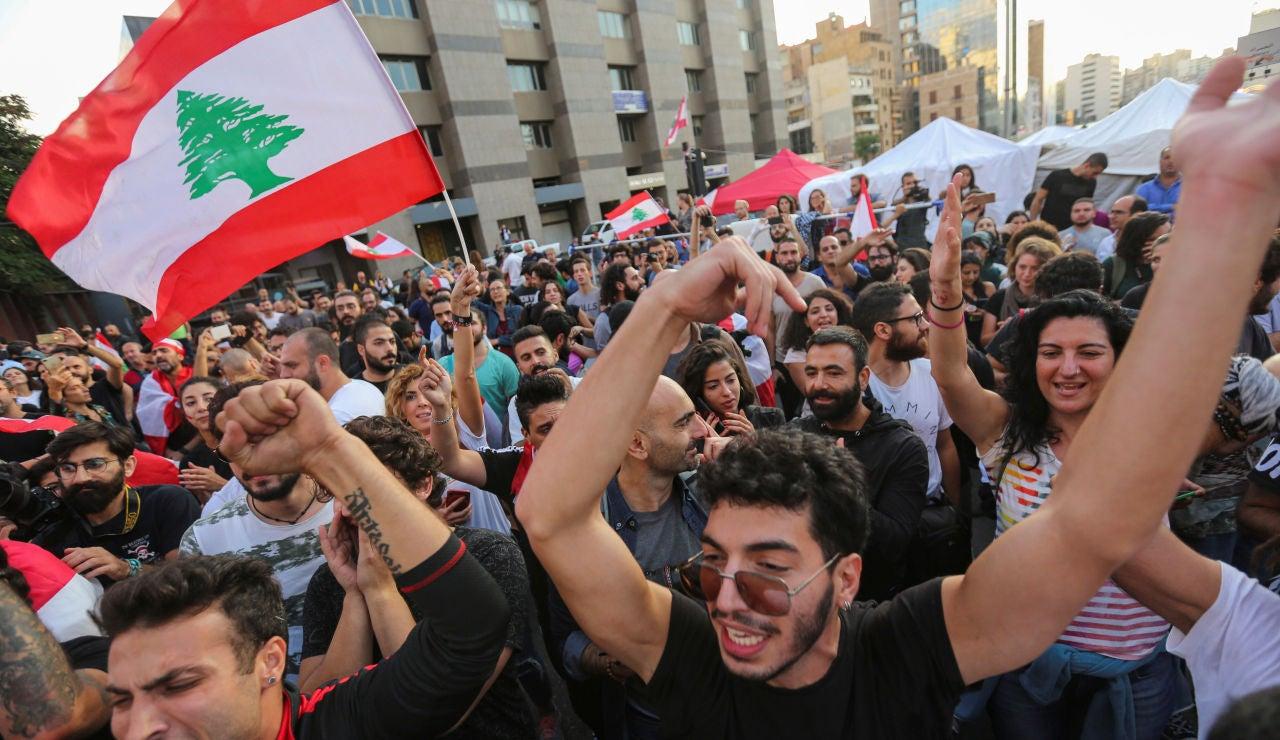 Celebración en Líbano por la dimisión del primer ministro