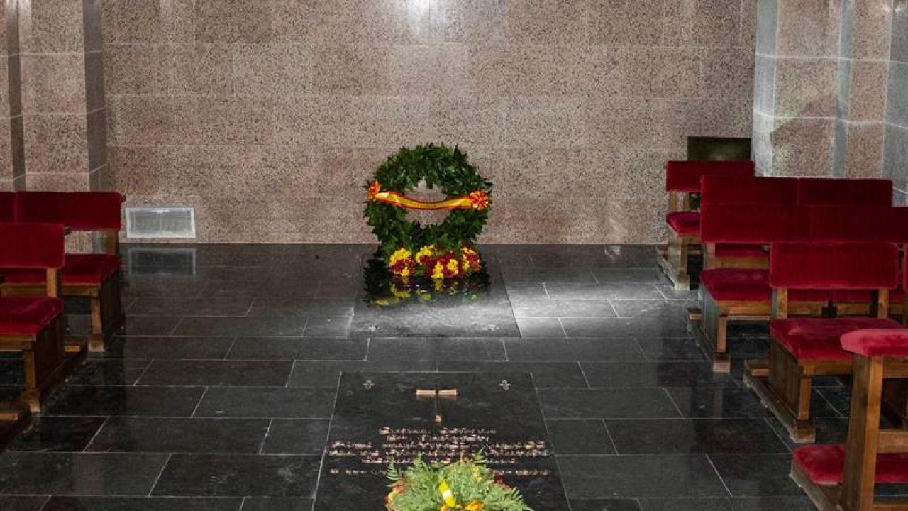Testamento Franco: El dictador no pidió ser enterrado en el Valle de los Caídos - Antena 3 Noticias