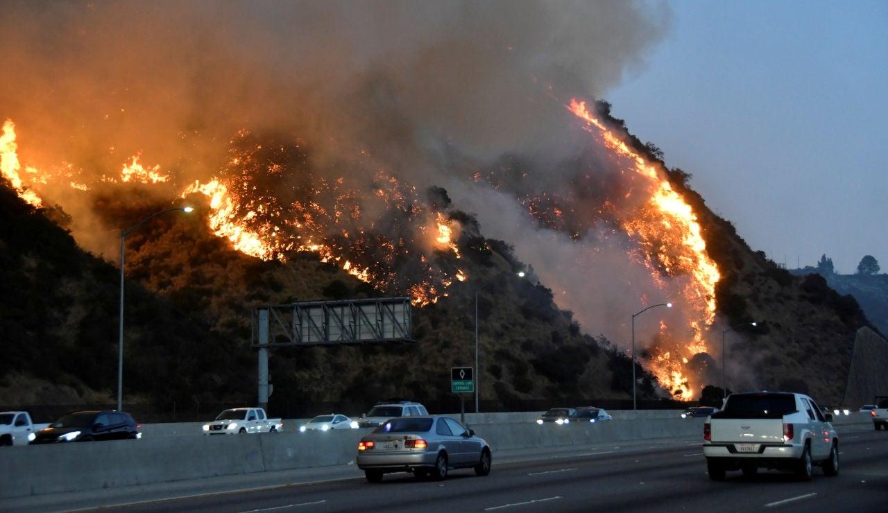 Continúa el incendio en California