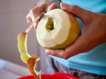 Pelando la fruta