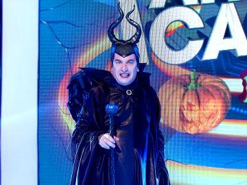 La espectacular entrada de Arturo Valls convertido en Maléfico en el especial Halloween de '¡Ahora caigo!'