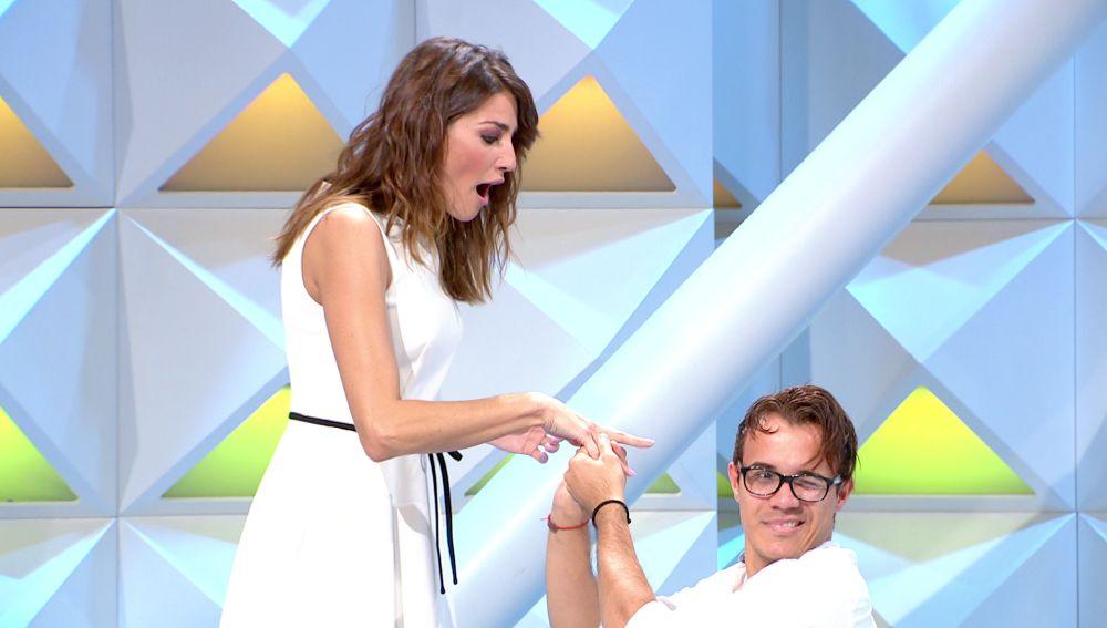 Laura Moure recibe una inesperada proposición de matrimonio en 'La ruleta de la suerte'