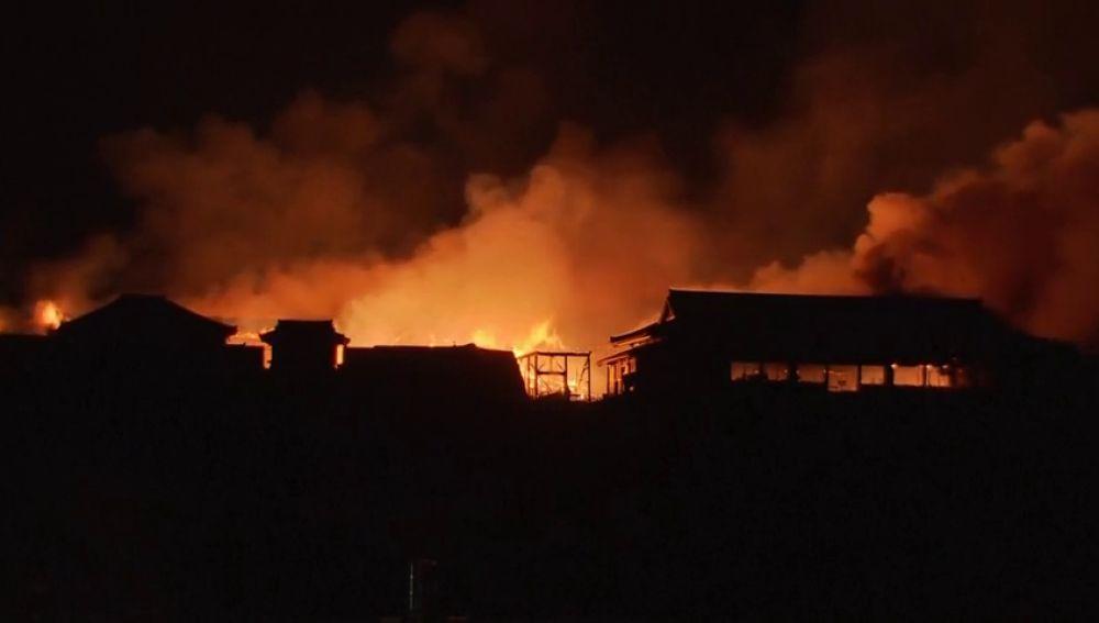 Un incendio destruye el histórico castillo Shuri en Japón