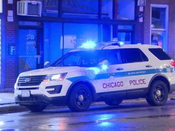 Una niña de 7 años herida grave de un disparo cuando pedía 'chuches' la noche de Halloween en Chicago
