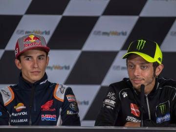 Marc Márquez y Valentino Rossi, en rueda de prensa