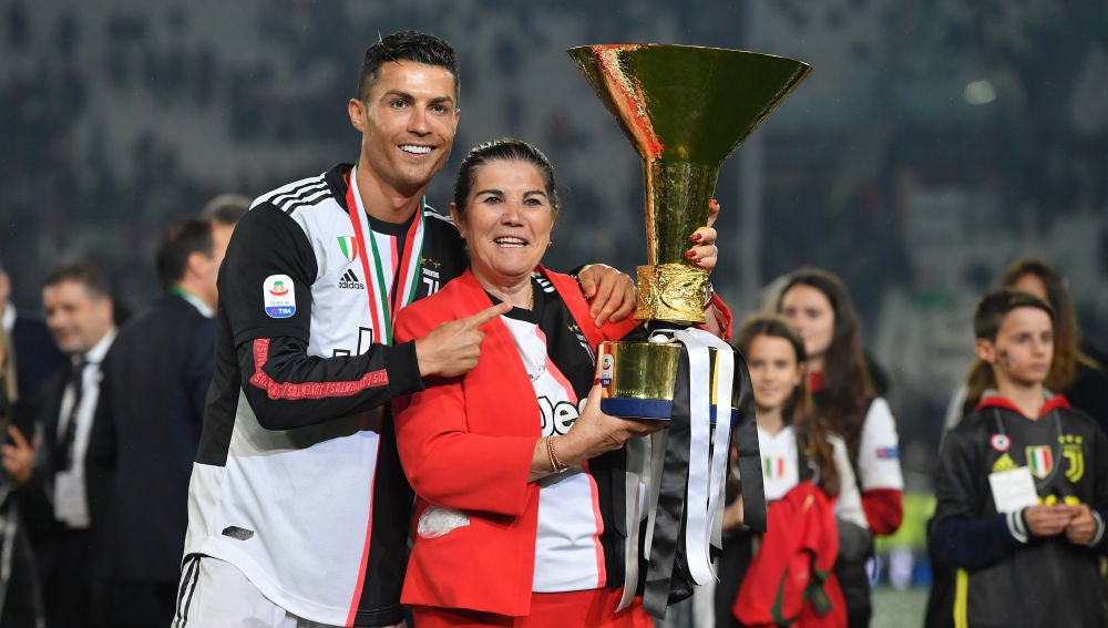 Cristiano Ronaldo junto a su madre