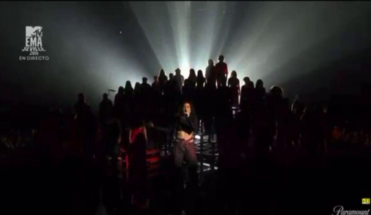 Rosalía brilla sobre los escenarios de los MTV EMAs en Sevilla