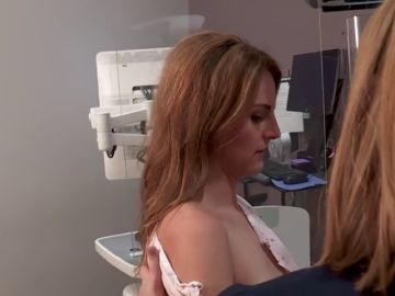 Una reconocida periodista retransmite en vivo una mamografía y descubre que tiene cáncer