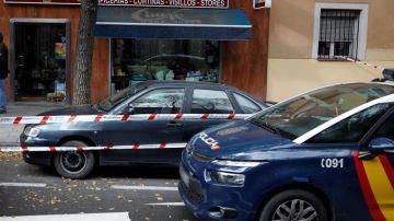 Coches de la policía nacional a las puertas del establecimiento