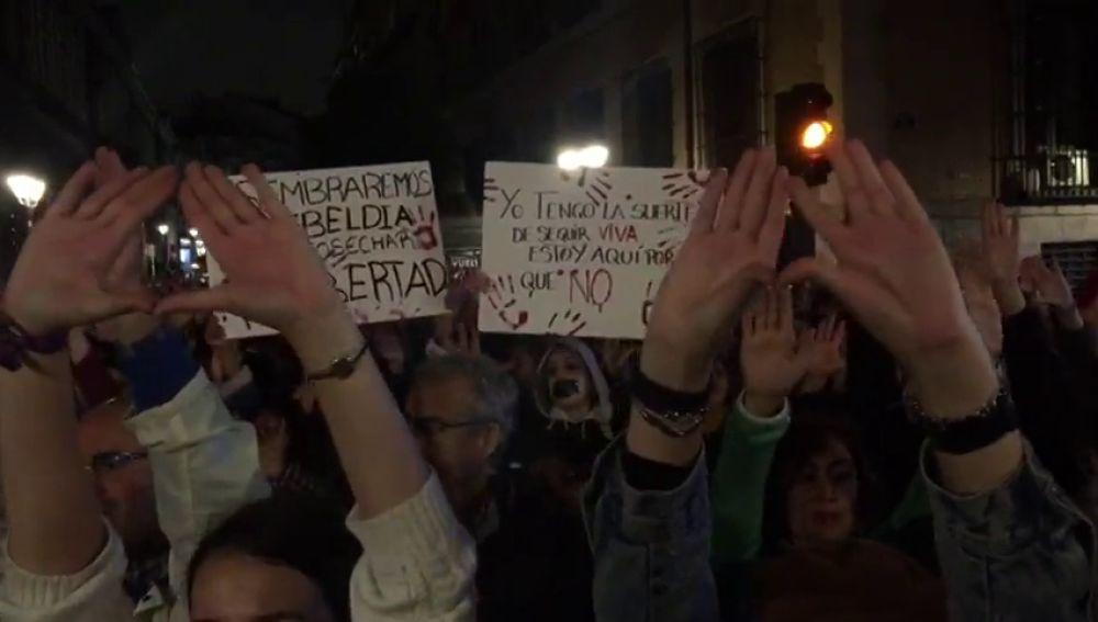 Manada de Manresa: Centenares de feministas se manifiestan al grito de 'No es abuso es violación' tras la sentencia