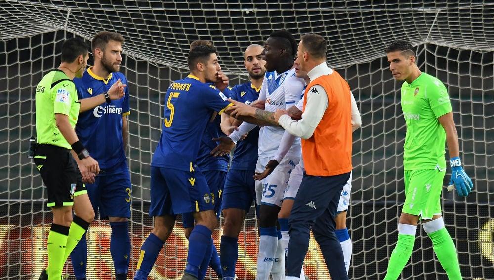 Balotelli, al recibir insultos racistas