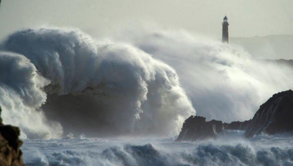 Las olas provocadas por la borrasca Amelie