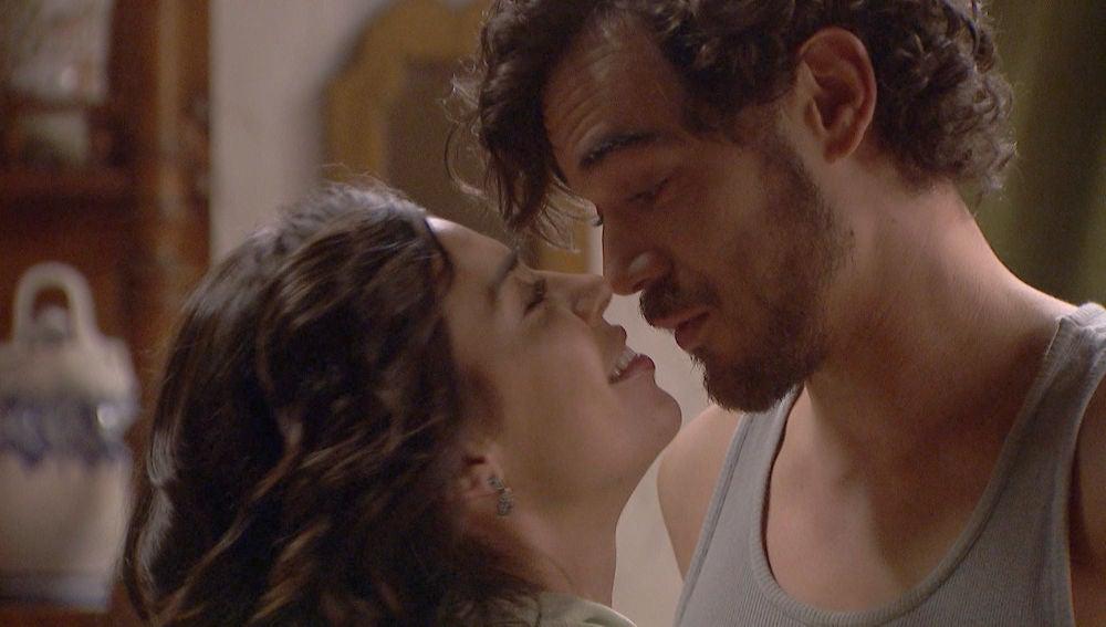 'El secreto de Puente Viejo': La urgencia de comerse a besos de Matías y Alicia
