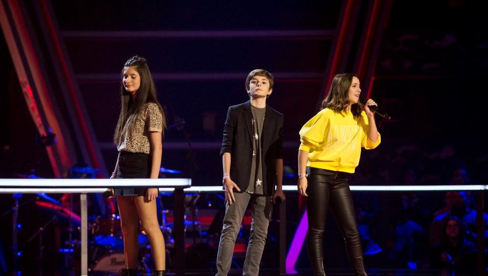 Miguel Martín, Laura Valle e Irene Gil cantan 'How deep is your love' en las Batallas de 'La Voz Kids'