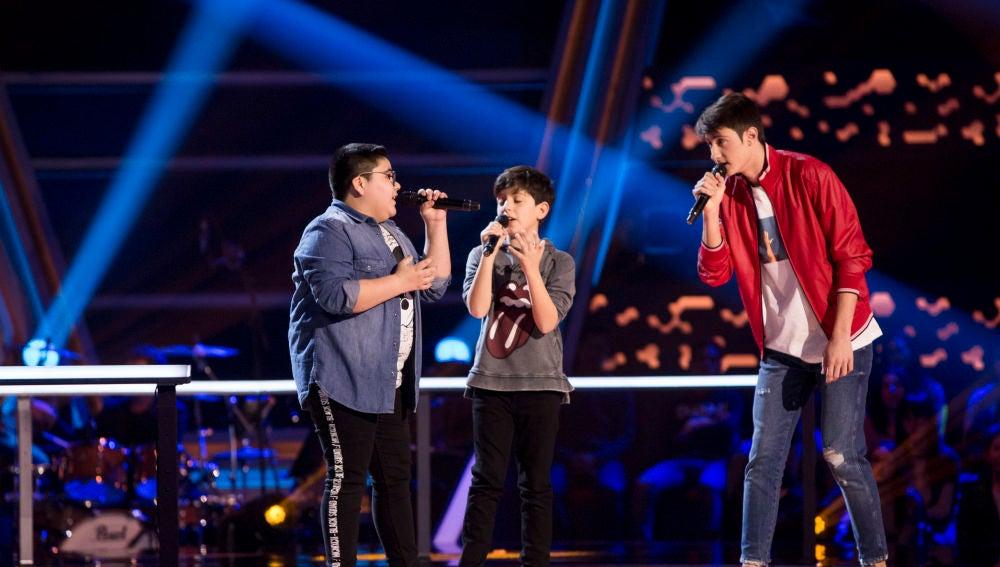 Marcos Balmori, Pablo Castiñeira y Alan Brizuela cantan 'Peces de ciudad' en las Batallas de 'La Voz Kids'