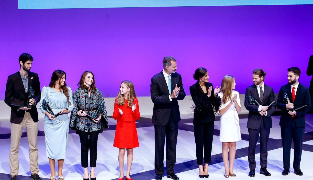 La Familia Real junto a los galardonados con los Premios Princesa de Girona