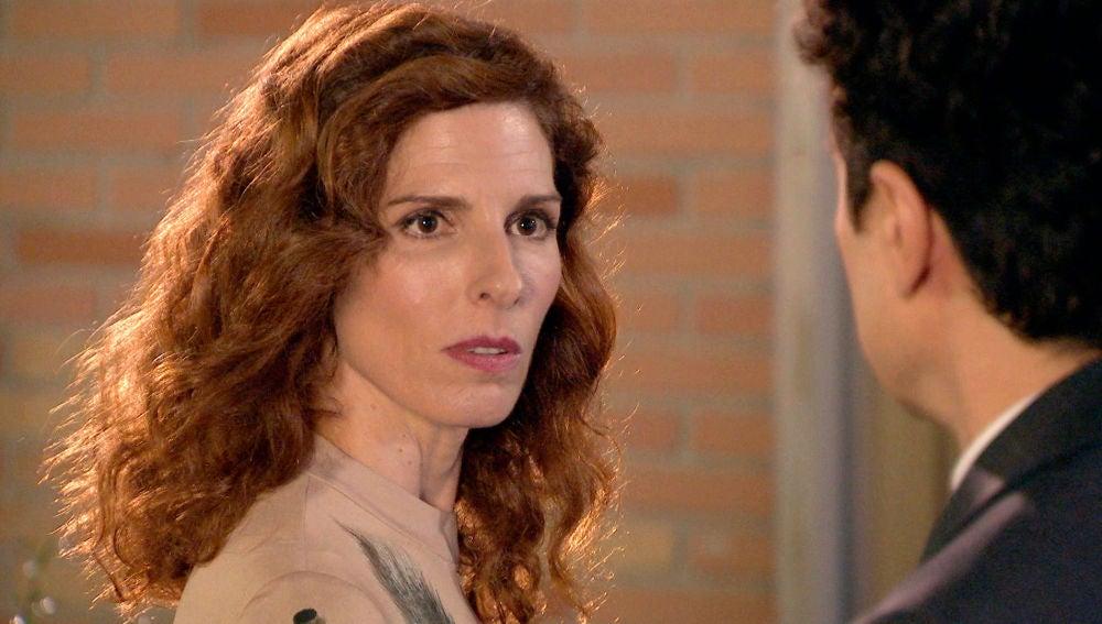 La respuesta de Julia al beso de Armando
