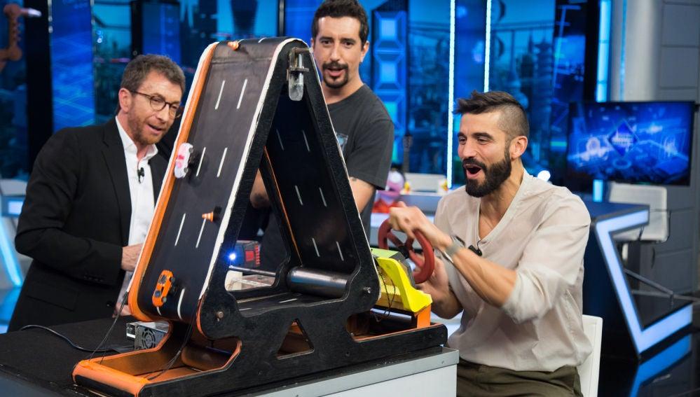 Álex García demuestra sus grandes dotes de conducción en el experimento de Marron