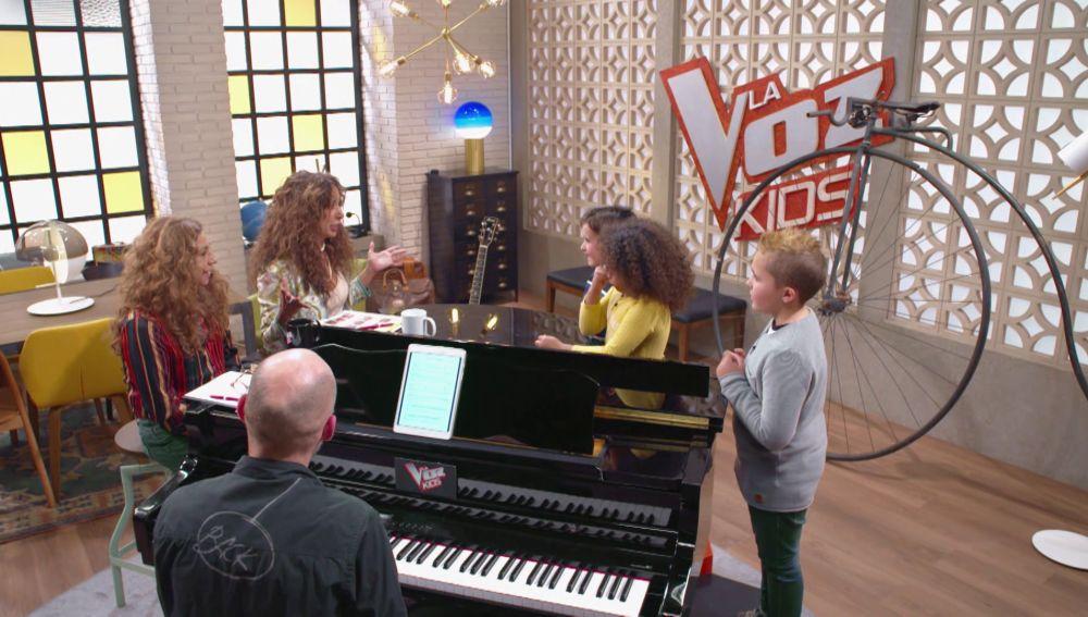Los divertidos ensayos con los 'mini monstruos' de Rosario y Lolita Flores para las Batallas de 'La Voz Kids'
