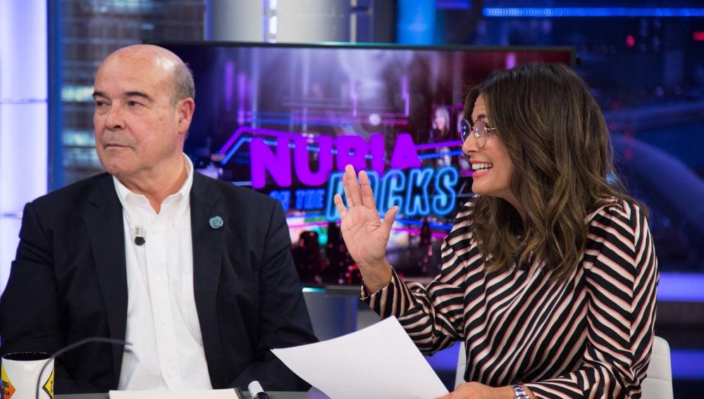 Nuria Roca enfrenta a Pablo Motos a los titulares más duros sobre sus entrevistas a los políticos en 'El Hormiguero 3.0'