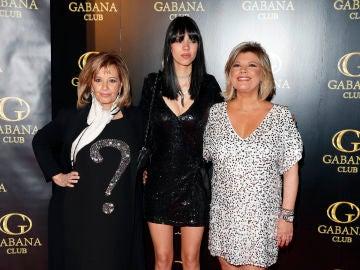 Alejandra Rubio junto a su abuela y su madre