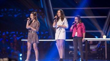 Paloma Puelles, Lucía Torres y María Expósito cantan '¿Lo ves?' en las Batallas de 'La Voz Kids'