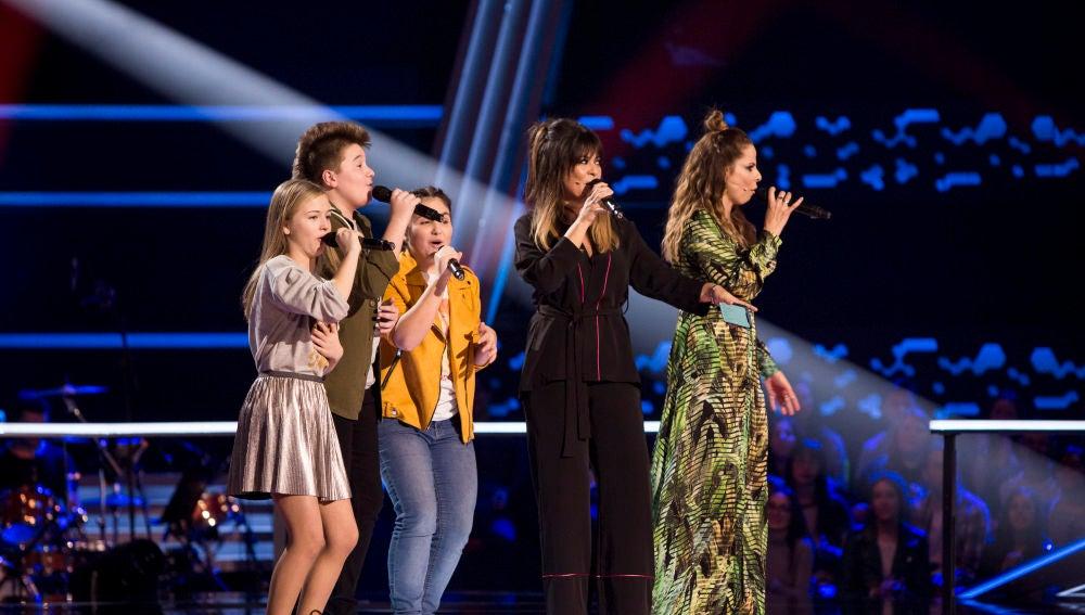 Vanesa Martín y Pastora Soler junto a sus talents cantan 'Contamíname' en 'La Voz Kids'