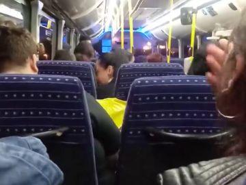 Apedrean una guagua llena de pasajeros en Telde