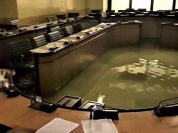Venecia se inunda minutos después de rechazar medidas para frenar el cambio climático