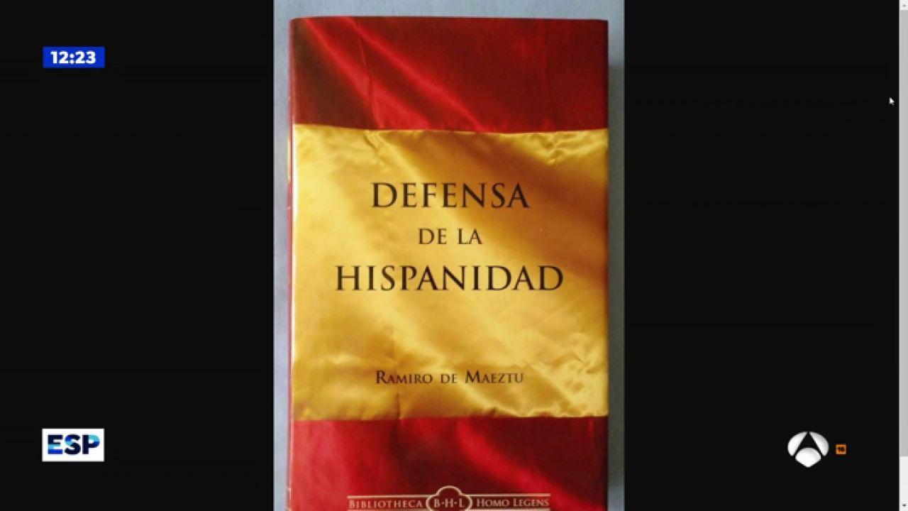 Santiago Abascal posa con un libro sobre las gestas españolas en su primer día en el Congreso - Antena 3