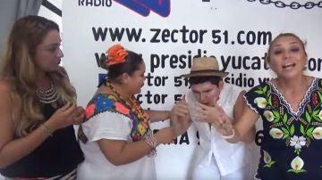 El youtuber Hugo Lara, tras comerse dos chiles habaneros